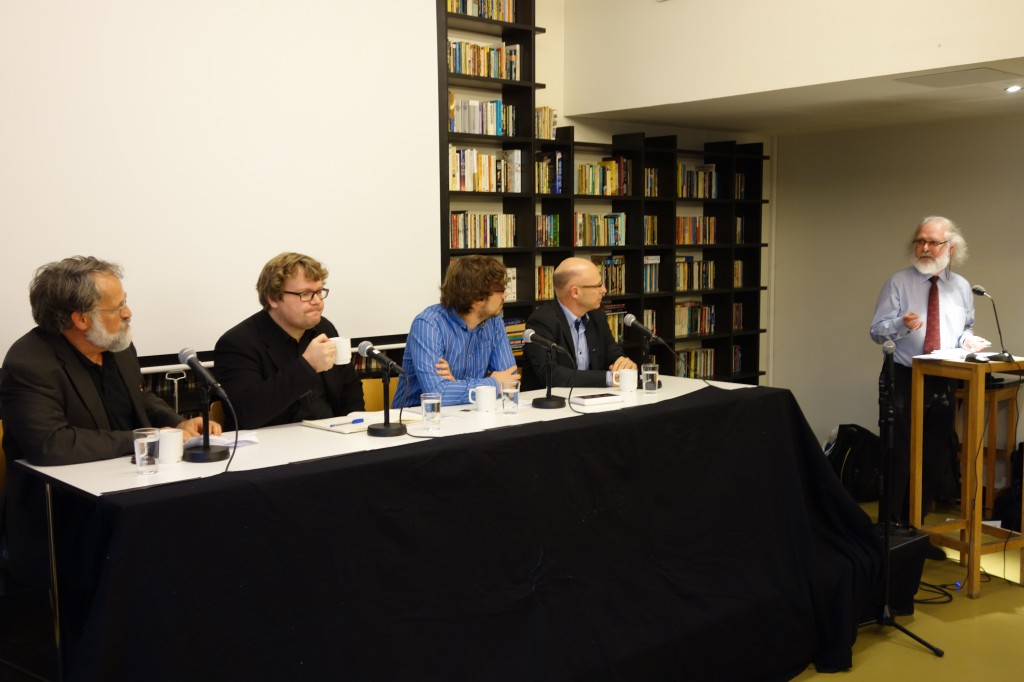 Visepreses Nils Chr. Stenseth (ytterst til høyre) ledet debatten under møtet (foto: Olve Moldestad).